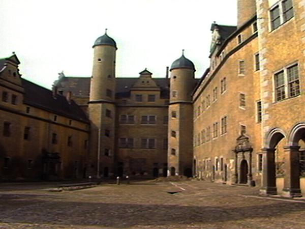 Innenhof der Burg Lichtenburg, Frauen-KZ von 1938 bis 1939 (Dreharbeiten 1987)