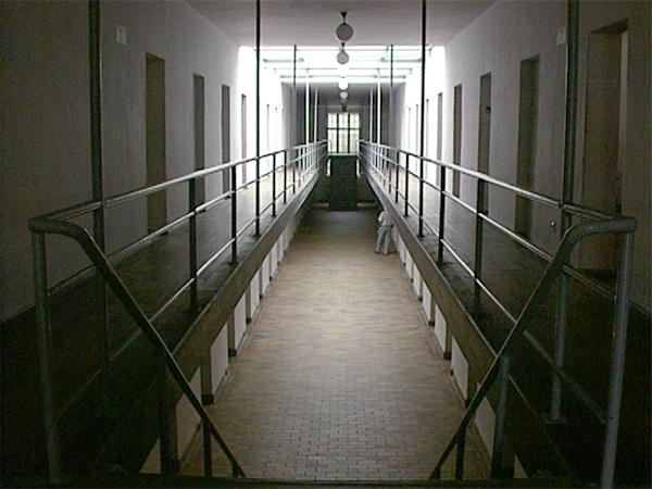 Der Zellenbau (Lagergefängnis) von Ravensbrück (Dreharbeiten 1995)